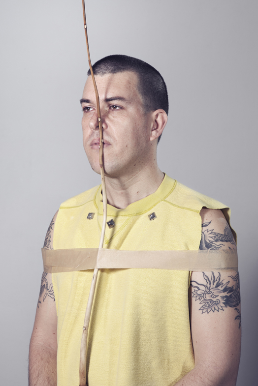 Auto-Retrato con tachuelas, 2013