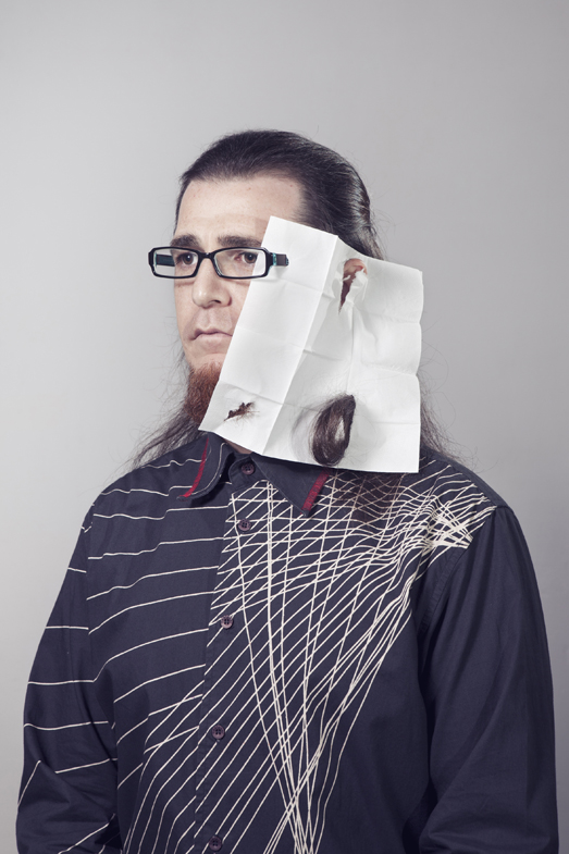 Auto-retrato con rayas, 2013